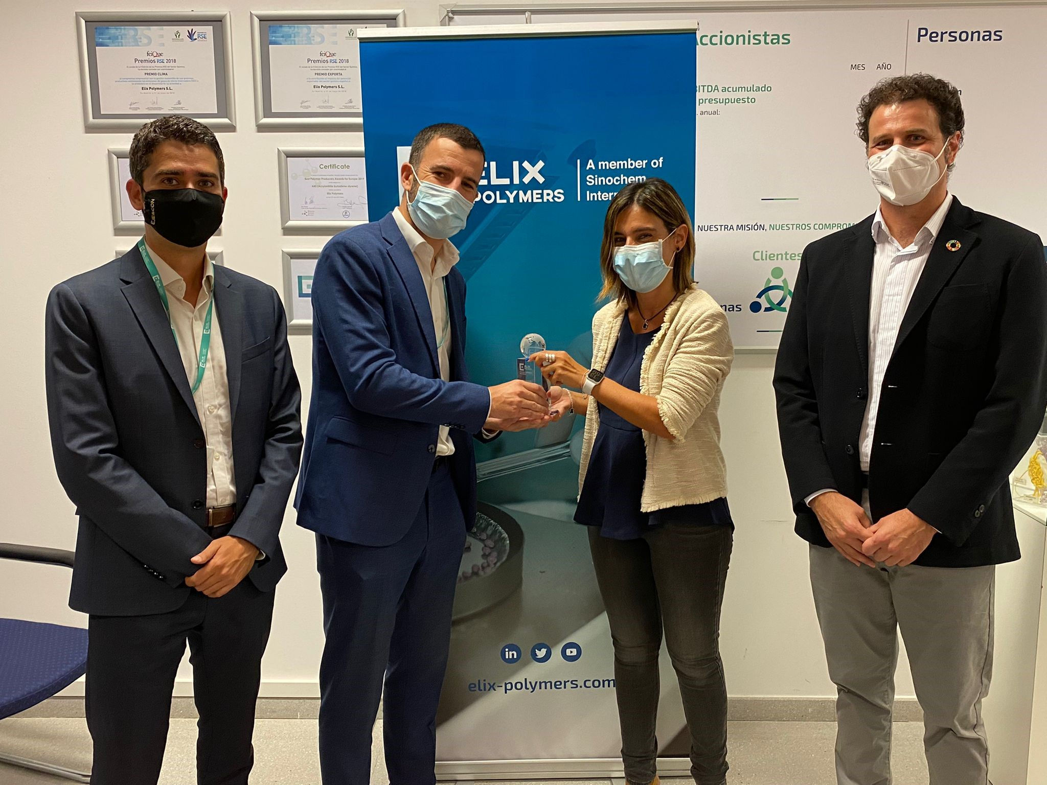 """ELIX Polymers gives its """"2020 Best Supplier of the Year"""" award to Bros Group"""